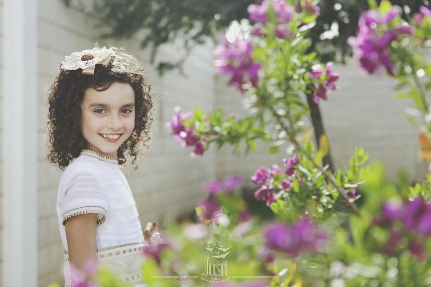 fotos profesionales de comunion niña en casa
