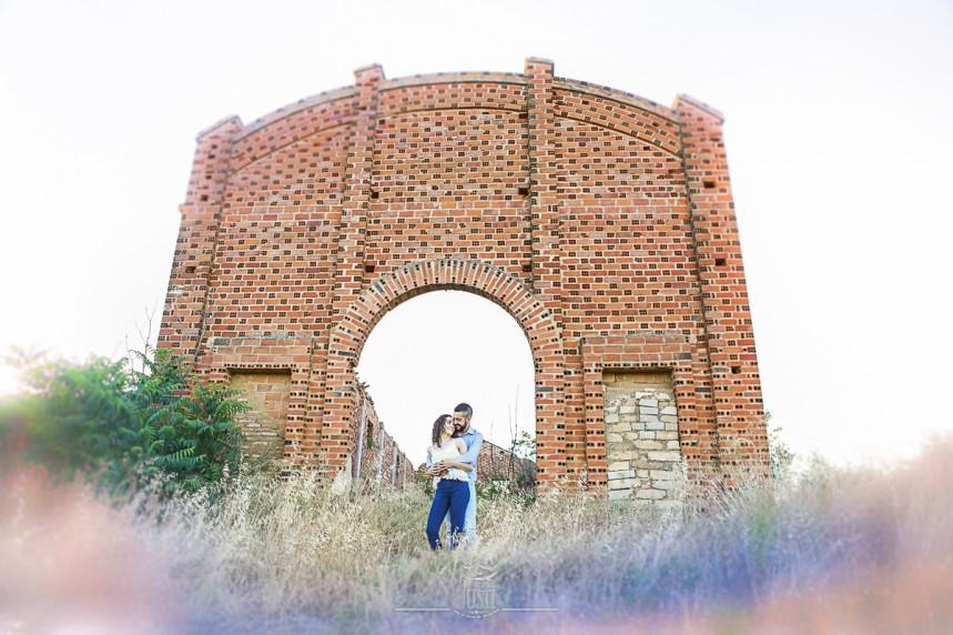 fotos pareja reportaje en casa en ruinas