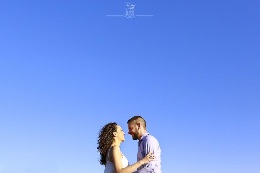 pareja y cielo - reportaje preboda en guareña