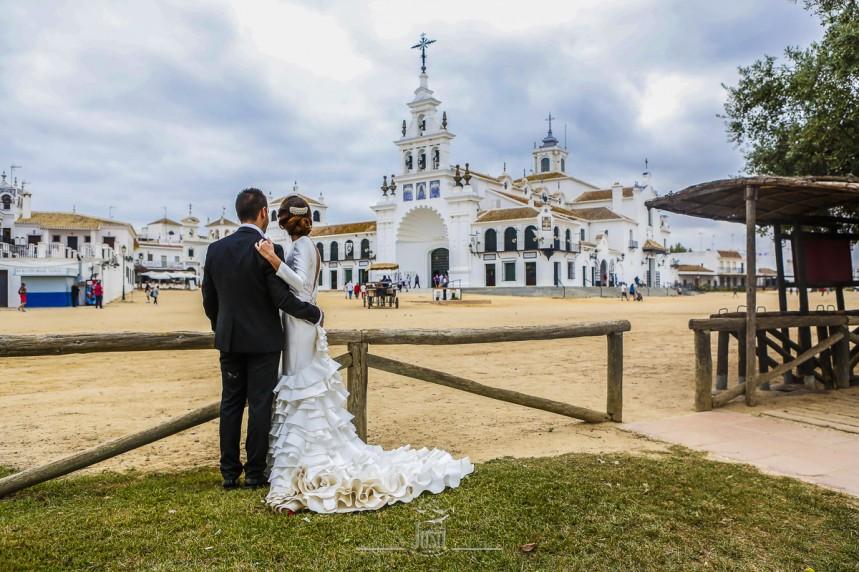 fotografias-profesionales-post-boda-en-el-rocio-y-la-playa-1-de-23