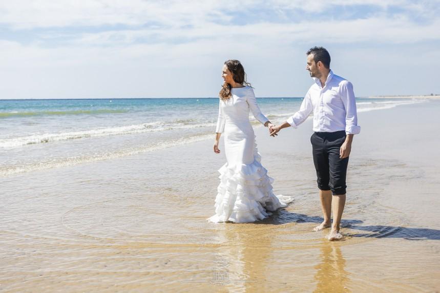 fotografias-profesionales-post-boda-en-el-rocio-y-la-playa-16-de-23