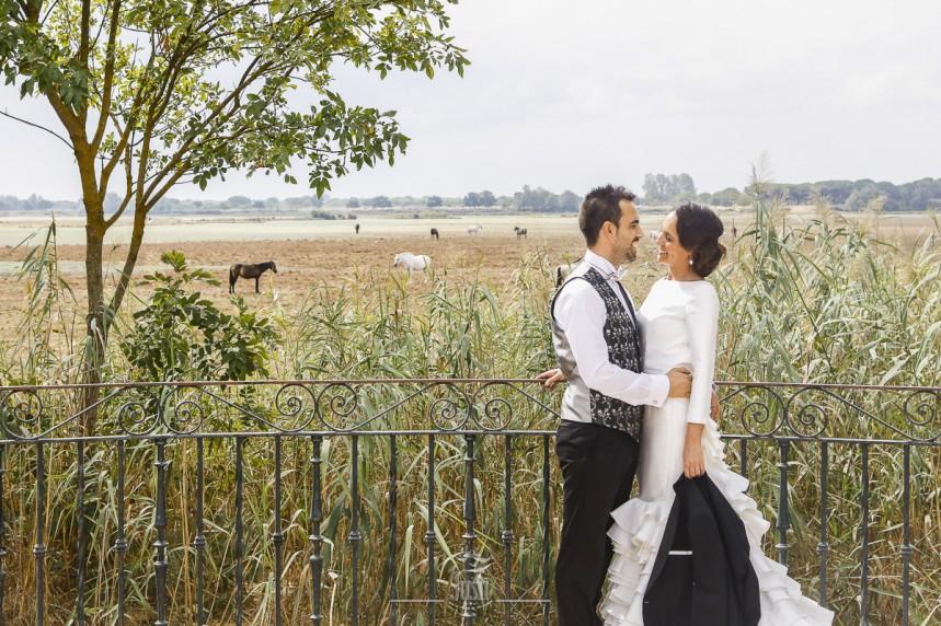 fotografias-profesionales-post-boda-en-el-rocio-y-la-playa-5-de-23