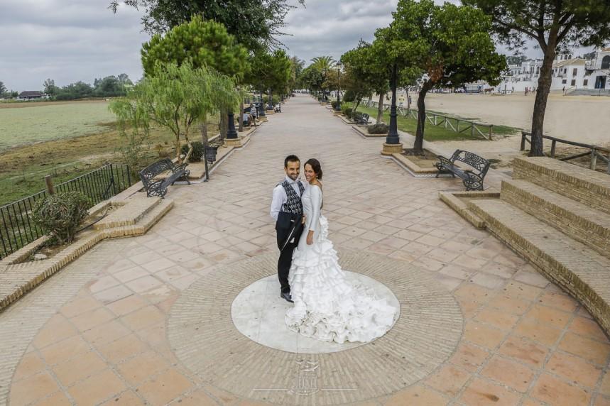 fotografias-profesionales-post-boda-en-el-rocio-y-la-playa-6-de-23