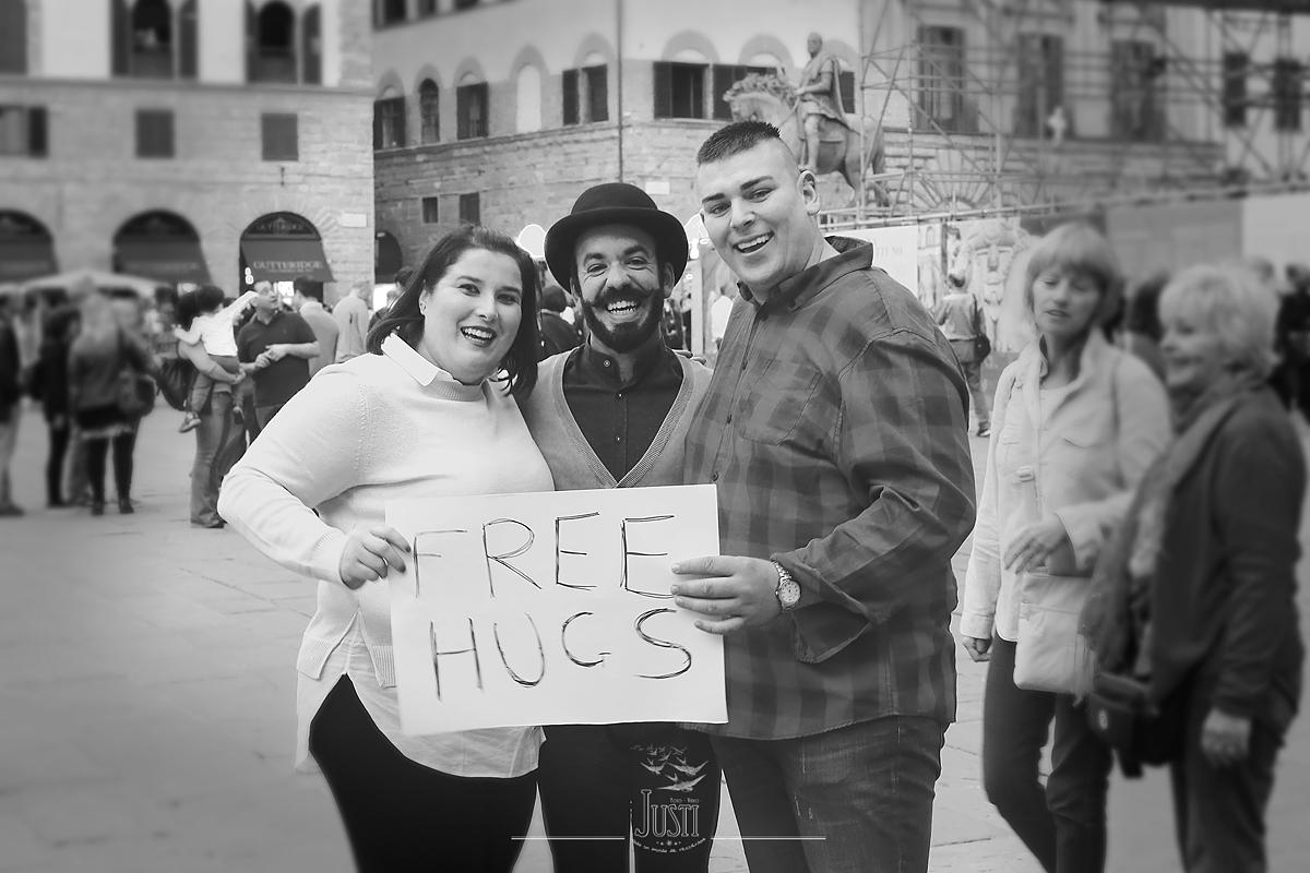 Abrazos Gratis Free Hugs